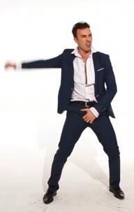 мужик умеет танцевать в клубе