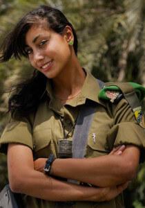 красивая женщина в армии