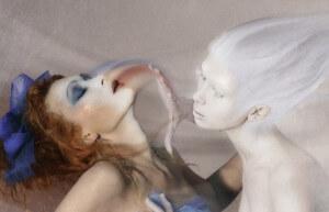 Энергетический вампир высасывает энергию у человека