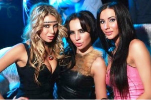 девушки в клубе