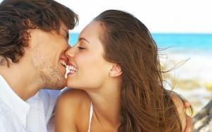 поцелуй парня с девушкой
