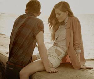 парень и девушка грустят