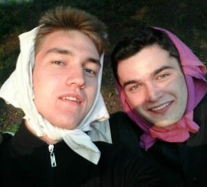 два парня в платках не умеют быть стеснительными