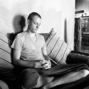 Сошников любит долго медитировать в домашних условиях