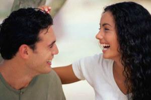 мужчина с женщиной дают остроумные ответы друг другу