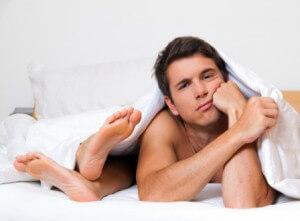 мужчину не устраивает супруга в постели, и он знает почему