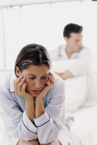 жена подозревает, что супруг уходит гулять с другой