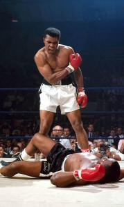 Мухаммед Али на ринге смог избавиться от соперника раз и навсегда одним ударом