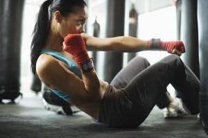 девушка на тренировке способна достигать своих целей