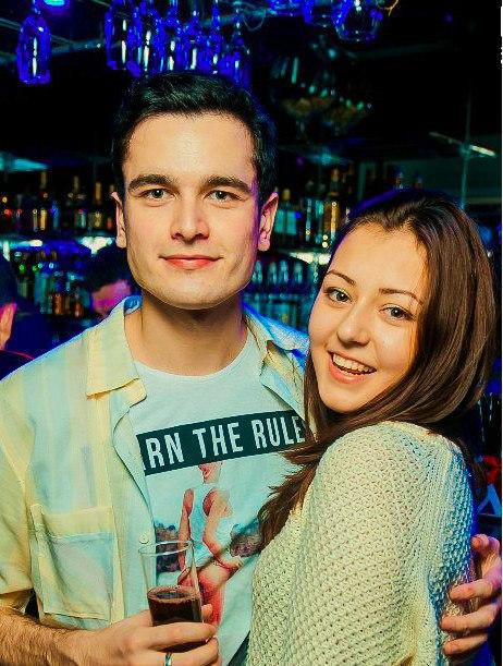 красивая пара, парень с девушкой обнимаются