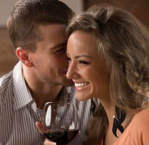 мужику нравится красивая девушка, и он собирается об этом ей сказать