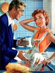 муж хочет помочь жене на кухне и по хозяйтву